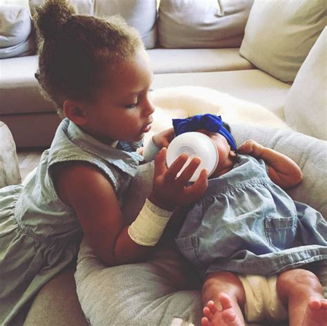 Stephen Curry New Baby | pic riley curry feeds baby sister ryan see adorable
