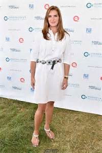 Brooke shields beauty in white at ocrf s 18th annual super saturday