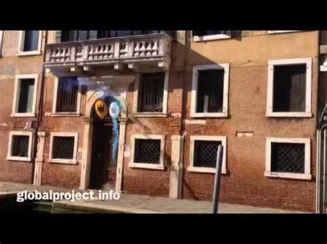 consolato greco 11 02 2015 venezia lancio di uova ortaggi e fumogeni al