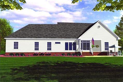 Farmhouse Plans: The Farmhouse Steps Into 21st Century Chic