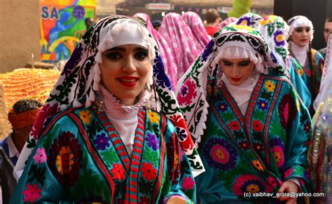 uzbek beauty i looked up and noticed some surajkund international crafts mela 2014 delhi ncr