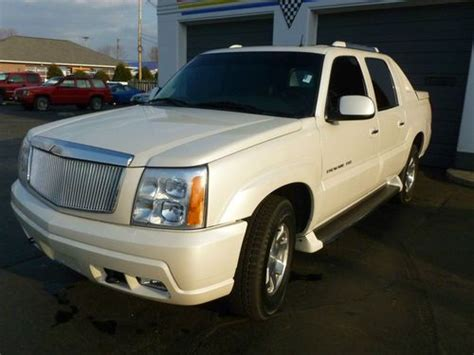 find used 2002 cadillac escalade ext escalade white cadillac ext truck low miles in miami buy used 2002 cadillac escalade ext crew cab pickup 4 door 6 0l in vandalia ohio united states