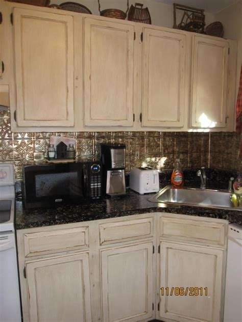 kitchen backsplash ideas with cream cabinets lori caromal colour s her oak kitchen cabinets kitchen