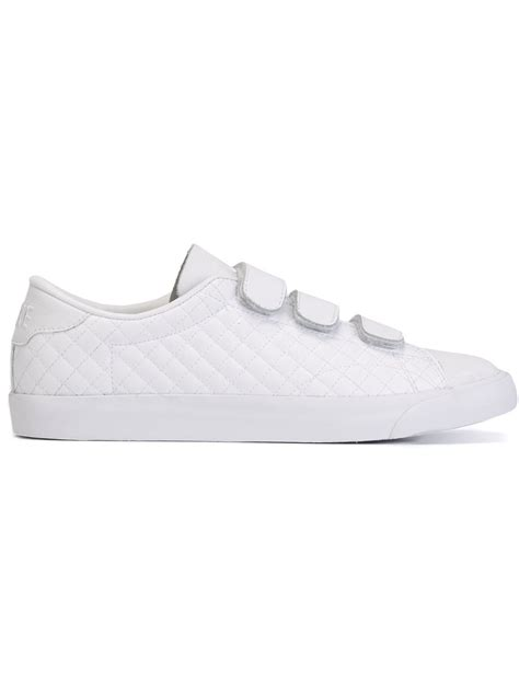 nike tennis classic ac v low top sneakers in white for