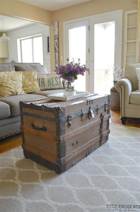 living room trunks 25 best ideas about farmhouse living rooms on pinterest