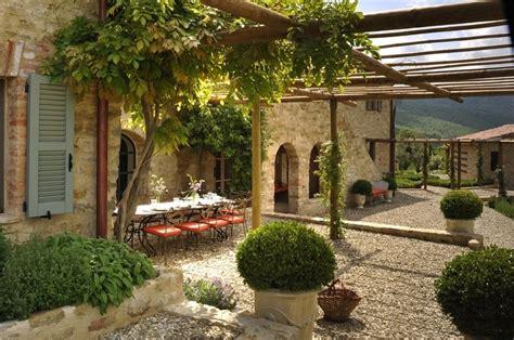 italian style backyard estilo rustico los mejores patios rusticos