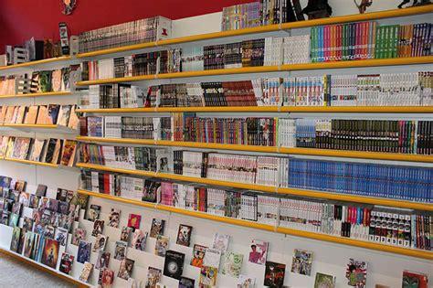 scaffale negozio arredo negozio fumetti arredo fumetteria scaffali fumetti