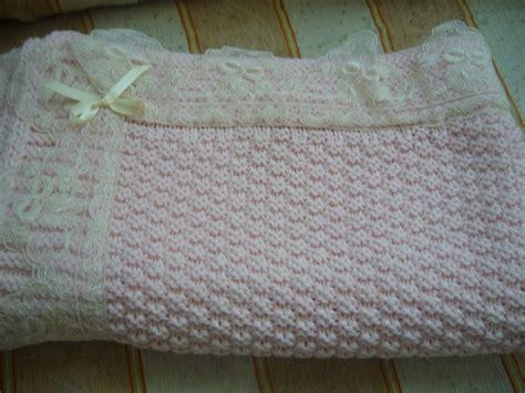 copertina per culla misure copertina rosa lavorata a mano per culla su misshobby