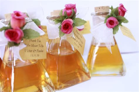 Unique Wedding Giveaways - unique honey bottles wedding favor ipunya