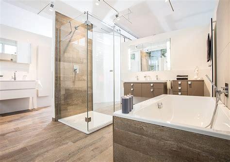 Badezimmer Auf Einem Budget Ideen by Badezimmer Holzfliesen Wohndesign