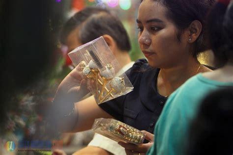 film menjelang natal satu harapan menjelang natal penjual pernak pernik ramai