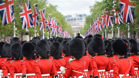 queens guard bing wallpaper
