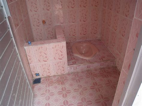 desain kamar mandi dan wc contoh kamar mandi sederhana kloset jongkok renovasi
