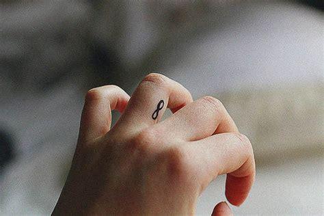 tattoo am finger tattoovorlagen f 252 r frauen 50 mini tattoo motive als vorlage