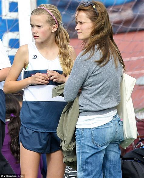 ryan phillippe child reese witherspoon resumes role of all american mom as she