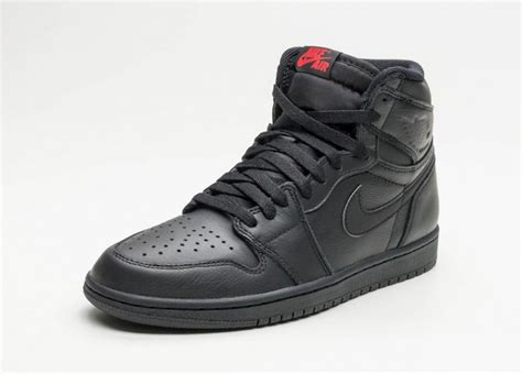 Sepatu Nike Air 1 Og High Chicago Premium Quality air 1 retro high og premium essentials sneaker