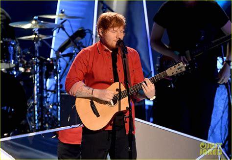 ed sheeran biography mtv ed sheeran sings shape of you at mtv vmas 2017 video