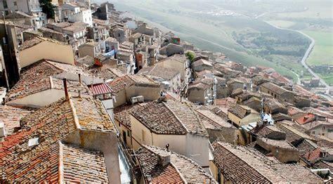 casas en italia pueblos de italia venden casas a 1 euro a orillas del
