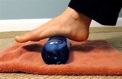 how to treat planters fasciitis how to treat and prevent plantar fasciitis at home usefuldiy