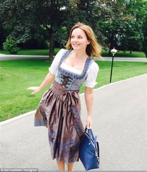 Swing Style Frauen by Geri Halliwell Sports Traditional Dress As She Enjoys