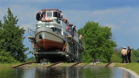 boten uit polen boten varen weer over droog kanaal polen nos