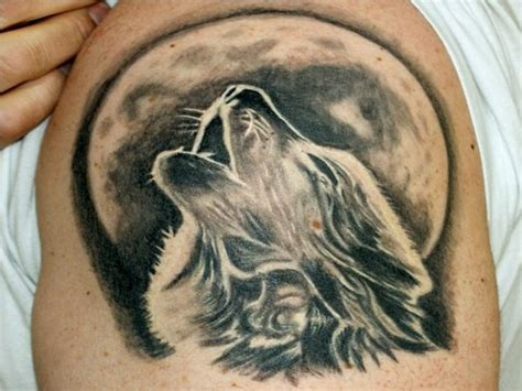 howling wolf tattoo 76 meaningful wolf designs ideas for back