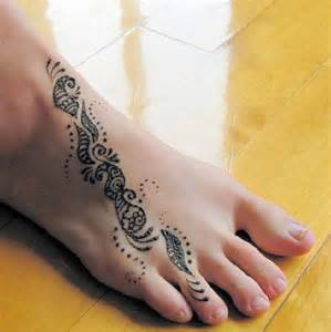 Simple henna tattoos on feet x3cb x3ehenna tattoo x3c b x3e image on
