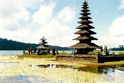 Tripod Bali ulun danu temple photo from bali