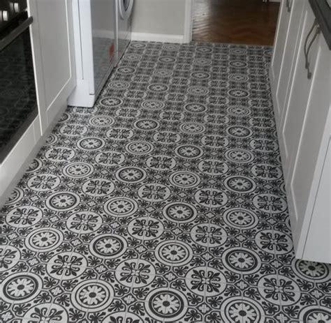 Classic Victorian Tile Super slip resistant Vinyl   45%