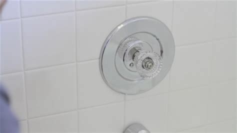 how to remove a single handle bath shower faucet