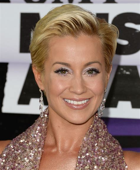 kellie pickler as hair grew from a buzz country routes news cmt music awards 2013 carpet fashion