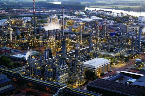 Lu Industri cracking and related refinery processes