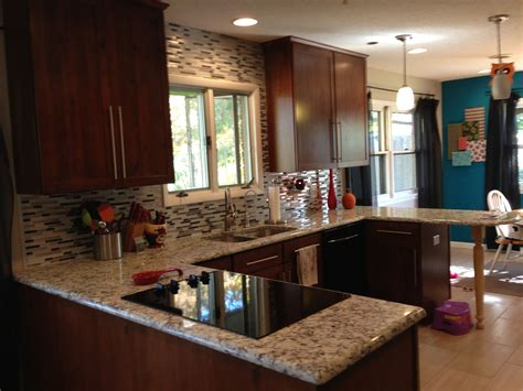 allen and roth kitchen cabinets ashen white granite allen roth glacier white backsplash