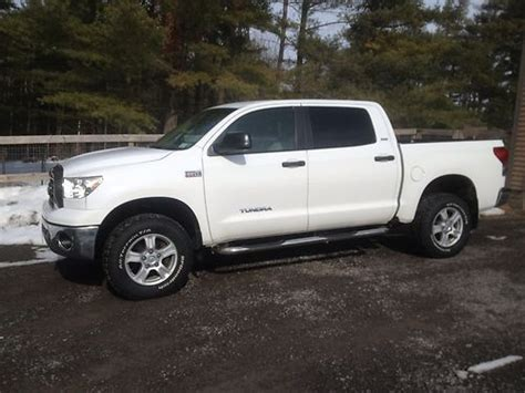 how to sell used cars 2007 toyota tundramax parking system find used 2007 toyota tundra crewmax 5 7l 4x4 crew max cab 4wd chevy ford nissan in