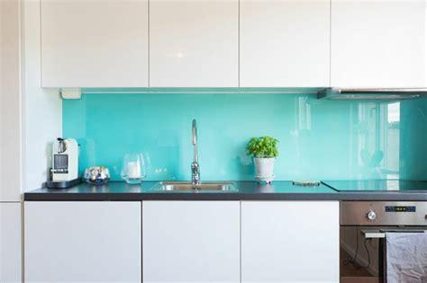 Diy Tile Kitchen Backsplash by K 252 Chenr 252 Ckwand Aus Glas Der Moderne Fliesenspiegel Sieht