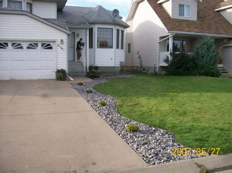Landscape Edging Next To Sidewalk Driveway Landscaping Photo