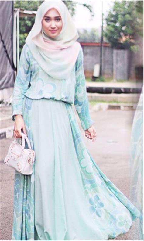 desain gamis zaskia sungkar 20 desain baju muslim terbaru dian pelangi 2016 ide