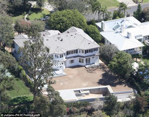 reese witherspoon house reese witherspoon visits 12 7 million pacific palisades mansion daily mail online