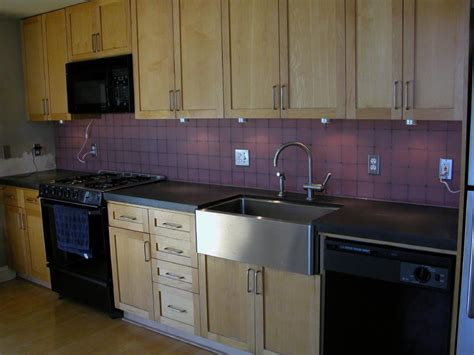 kitchen counter backsplash using frosted glass tiles