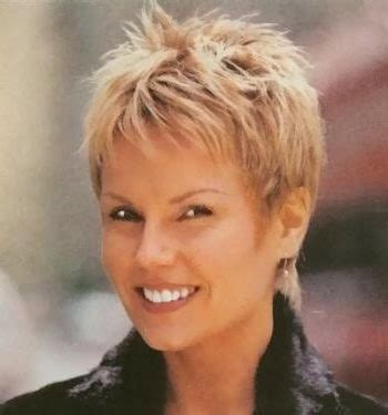 flattering hairstyles for middle age womenbwithbthick frizzy hair short haircuts for women over 50 with round faces hair