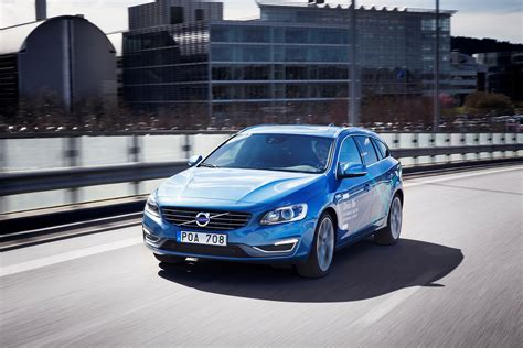 volvo cars presents  worlds  complete  driving car system
