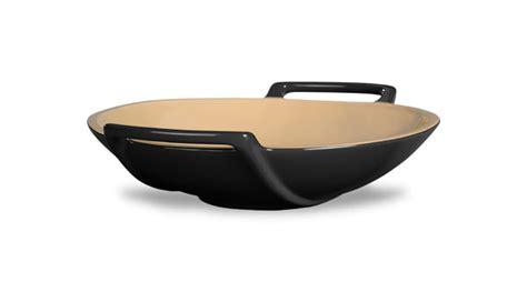 le crueset wok le creuset stoneware wok dish 28 ounce black onyx