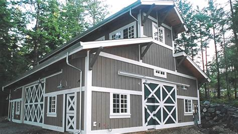Garages That Look Like Barns | homes that look like barns trend mode of home decorating