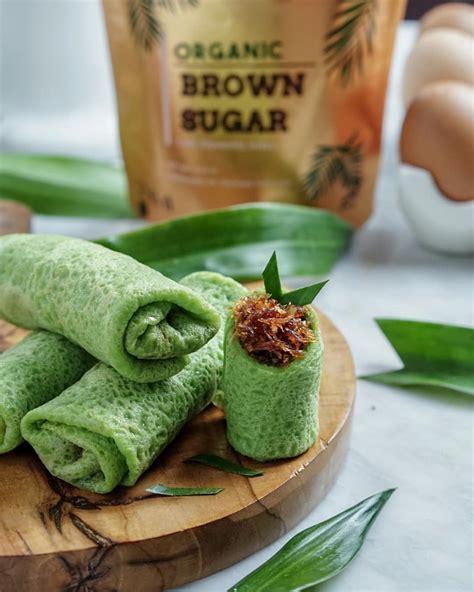 membuat dadar gulung isi kelapa gula merah super legit