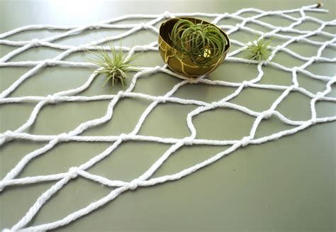 Easy Macrame - an easy macrame diy table runner