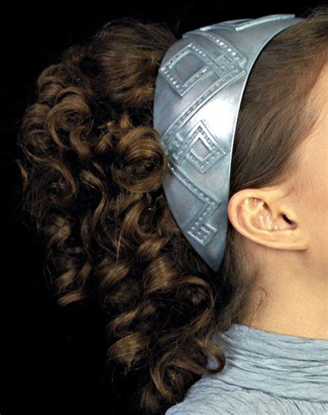 how to do padme hairstyles put hair up into a high ponytail then curl the hair in the