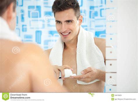 shaving cream on bathroom mirror shaving cream on bathroom mirror 28 images man putting