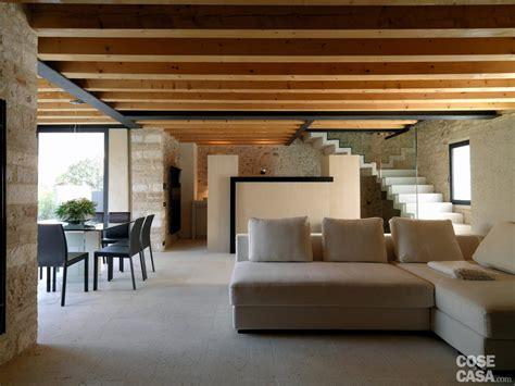 soggiorno in legno legno e pietra a vista nella casa restaurata cose di casa