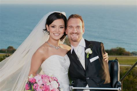 biography of nick vujicic wife nick vujicic and wife tell of finding love without limits