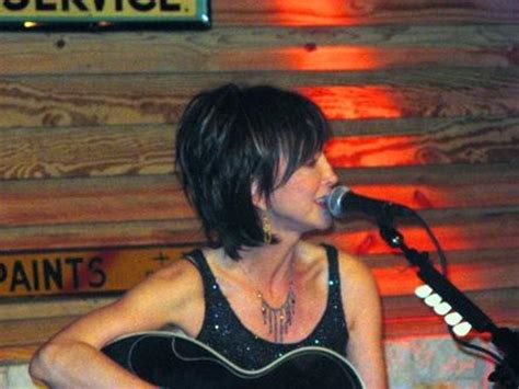 pic of pam tillis hair pam tillis gets intimate at the dosey doe handst